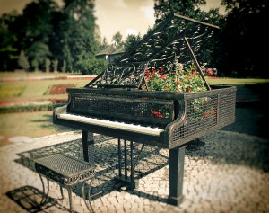 piano_and_flowers_by_macb3t-d5myv0p