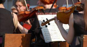 Омичи провели выходной день в парке под звуки классической  музыки